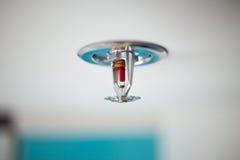 喷水隆头和烟检测器 免版税库存图片