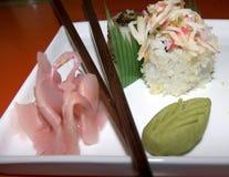 嘎吱咬嚼的寿司 图库摄影