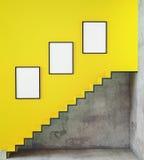 嘲笑海报框架在与台阶的行家内部背景中, 免版税库存照片