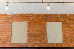 嘲笑海报框架或照片框架在墙壁上 免版税库存照片