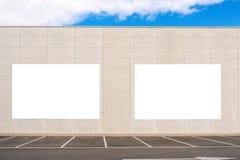 嘲笑 两户外大空白的广告牌,户外广告,在墙壁上的社会信息板 库存照片