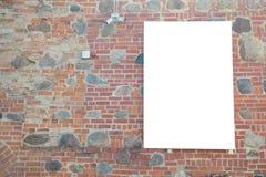 嘲笑 空白的广告牌户外,户外广告牌,在墙壁上的社会信息板 免版税库存图片
