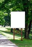 嘲笑 空白的广告牌户外,户外广告,社会信息板在城市公园 图库摄影