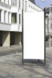 嘲笑 空白的广告牌户外,户外广告,社会信息板在城市 免版税库存照片