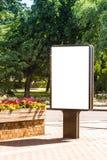嘲笑 空白的广告牌户外,户外广告,社会信息板在城市 免版税库存图片