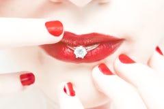 嘴唇环形婚礼妇女 免版税库存照片