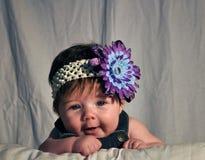 嘻嘻笑的婴孩 免版税库存照片