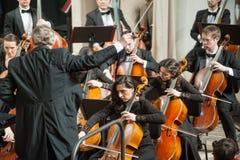 仪器在阶段的交响乐团 免版税库存照片
