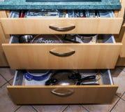 器物的三个厨房盘子箱子 免版税库存照片