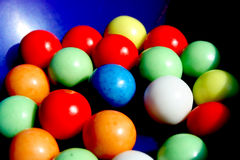 嚼五颜六色的口香糖 库存图片