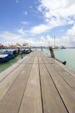 跳船的小船船坞在槟榔岛 免版税库存照片