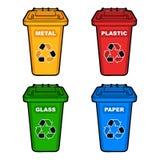 四个不同色的回收站 免版税库存照片