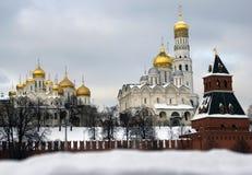 四个主要克里姆林宫教会 颜色冬天照片 图库摄影