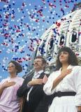 四个人的综合图象公民身份仪式的被叠加在U S 国会大厦和气球 库存照片