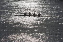 四个人荡桨 免版税库存照片