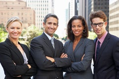 四个企业同事画象在办公室外 库存照片