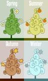 四个减速火箭的季节结构树 免版税库存图片