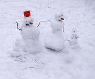 四个图家庭雪人  免版税库存照片