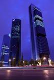 四个塔商业区在马德里在晚上 库存照片