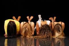 四个女孩摆在 免版税图库摄影