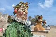 四个季节`是四个巨型头雕塑系列,代表年的季节中的每一 艺术家菲利普Haas 免版税库存照片