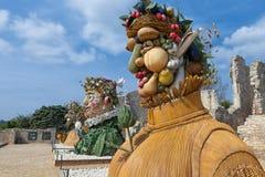 四个季节`是四个巨型头雕塑系列,代表年的季节中的每一 艺术家菲利普Haas 库存图片