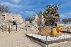 四个季节`是四个巨型头雕塑系列,代表年的季节中的每一 艺术家菲利普Haas 库存照片