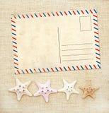 四个海星和老明信片在帆布纹理 库存图片