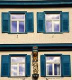 四个窗口门面在Biberach der Ris德国 免版税图库摄影