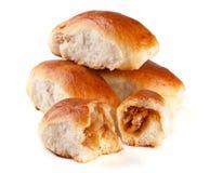 四个自创饼用在白色背景隔绝的圆白菜 免版税库存图片