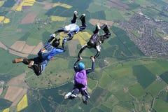 四个自由下落跳伞运动员 免版税库存图片