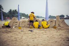 四个雕塑由沙子商标社会网络facebook制成 免版税库存照片