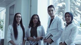 四个年轻医科学生录象剪辑  股票视频