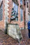 四位布里曼音乐家的著名雕象 库存照片