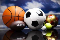 四体育、很多球和材料 库存照片