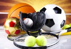 四体育、很多球和材料 免版税库存图片