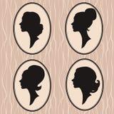 四名妇女剪影 免版税库存图片