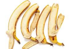 四在水平的行的部分被剥皮的香蕉谎言 免版税库存图片