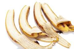 四在水平的行的部分被剥皮的香蕉谎言 免版税库存照片
