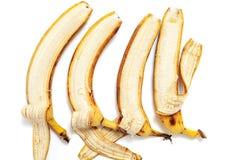四在水平的行的部分被剥皮的香蕉谎言 图库摄影