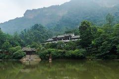 四川在湖附近的qingcheng山 库存图片