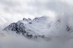 四川西部,中国,与雪的Hill男爵风景 免版税库存图片