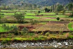 四川,中国:建江河谷农田 免版税图库摄影