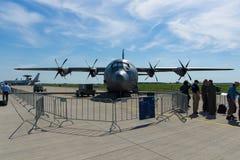 四引擎的涡轮螺旋桨发动机军事运输航空器洛克西德・马丁C-130J超级赫拉克勒斯 库存照片