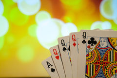 四张相同的牌啤牌拟订在被弄脏的背景赌博娱乐场比赛时运运气的组合 免版税图库摄影