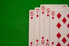 四张相同的牌啤牌拟订在绿色背景赌博娱乐场比赛时运运气的组合 免版税库存照片