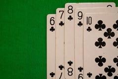 四张相同的牌啤牌拟订在绿色背景赌博娱乐场比赛时运运气的组合 免版税图库摄影