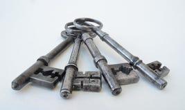四把古色古香的钥匙 库存照片