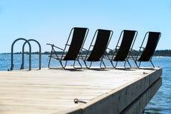 四把太阳椅子 免版税库存图片