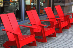 四把红色椅子 免版税库存图片